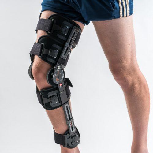Extender Knieorthese am rechten Bein