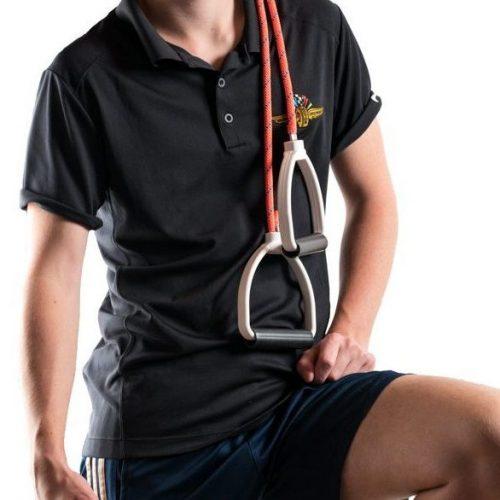 Rolifit Schultertrainer Standardversion über der linken Schulter