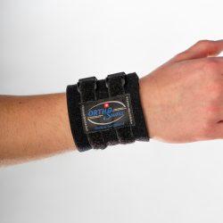 OrthoSwiss Handgelenkbandage am rechten Arm